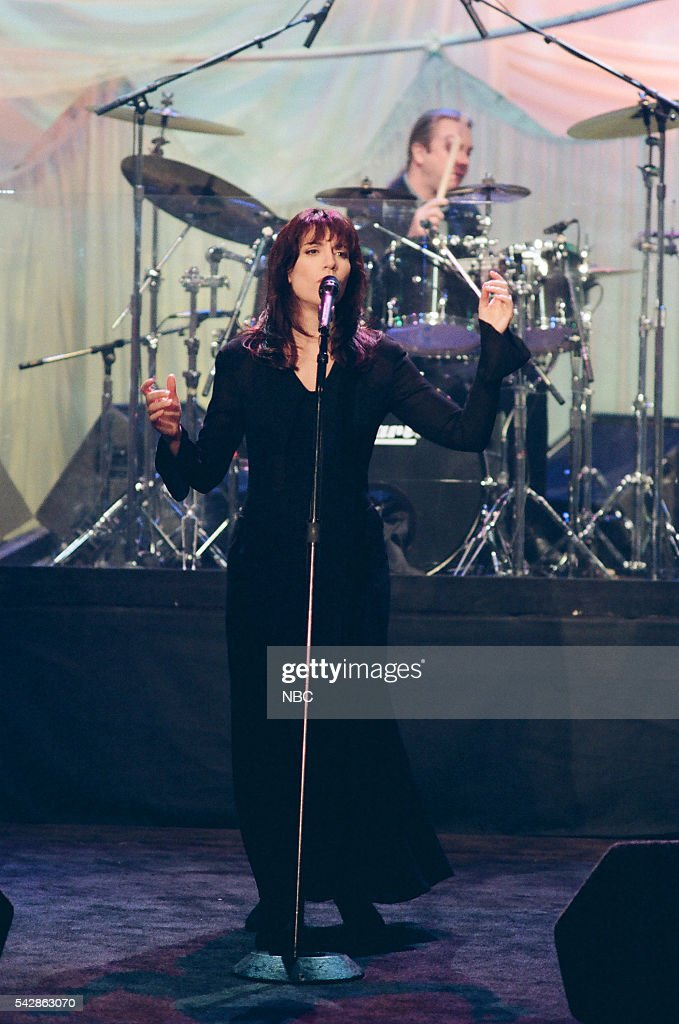 Musical guest Katey Sagal performs on October 26, 1993 --