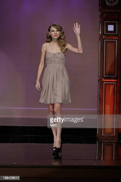 Singer Taylor Swift arrives on November 22 2010