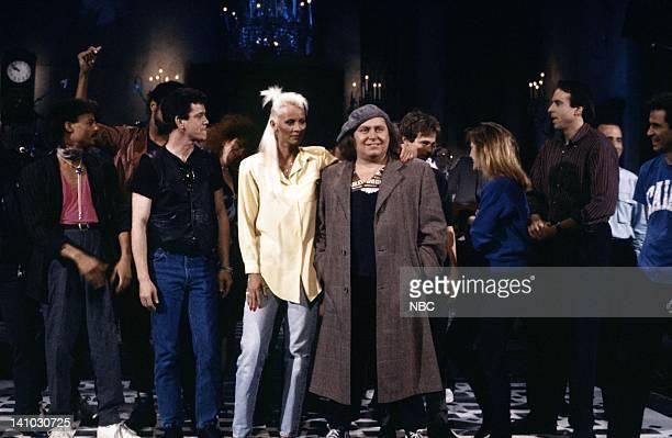 Lou Reed Seka Sam Kinison Dana Carvey Jan Hooks Kevin Nealon Phil Hartman Dennis Miller during the closing on November 15 1986 Photo by Al...