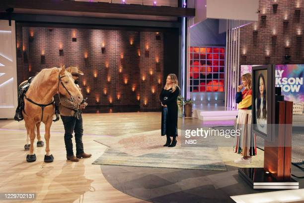 Episode 4049 -- Pictured: Randy Savvy, Kelly Clarkson, Kaley Cuoco --