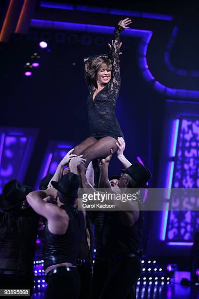 STARS Episode 405A Dancing with the Stars Season Two contestant Lisa Rinna took the stage with six other dancers to perform a number from the hit...