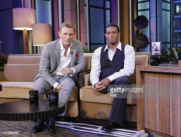 LENO Episode 4079 Pictured Actor Daniel Craig NCAA Wrestler Anthony Robles during a commercial break on July 19 2011 Photo by Paul...