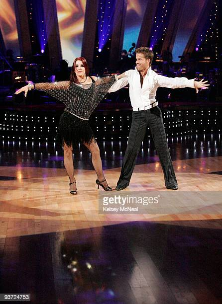 STARS Episode 605 On week five of 'Dancing with the Stars' airing MONDAY APRIL 14 eight dance couples remain vying for the chance to be crowned...