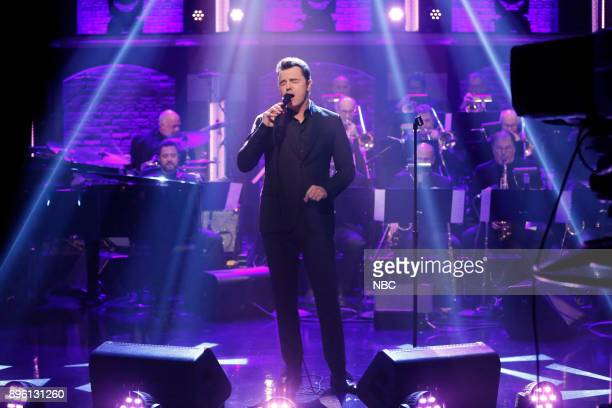 Muscial guest Seth MacFarlane performs on December 19 2017