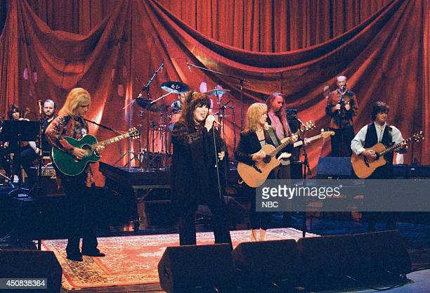 Ann and Nancy Wilson of the musical guest Heart perform on August 29 1995