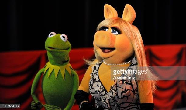 THE BACHELORETTE Episode 802 Thirteen bachelors take to the stage and join Emily and the beloved Muppets for a live performance benefitting The Ricky...