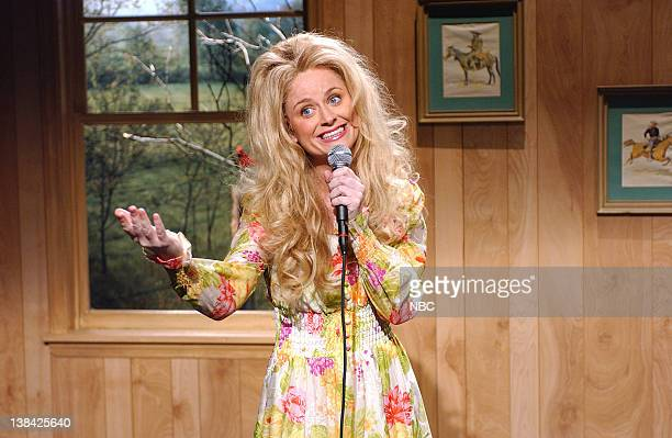 LIVE Episode 9 Air Date Pictured Amy Poehler as Lynn Anderson during the 'Country Roses' skit on January 10 2004