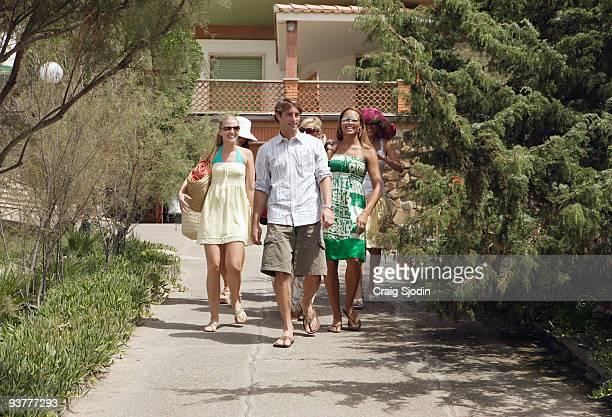 ROME Episode 902 As twelve bachelorettes settle into their Tuscan villa Prince Lorenzo Borghese escorts some of the ladies to Italy's Mediterranean...
