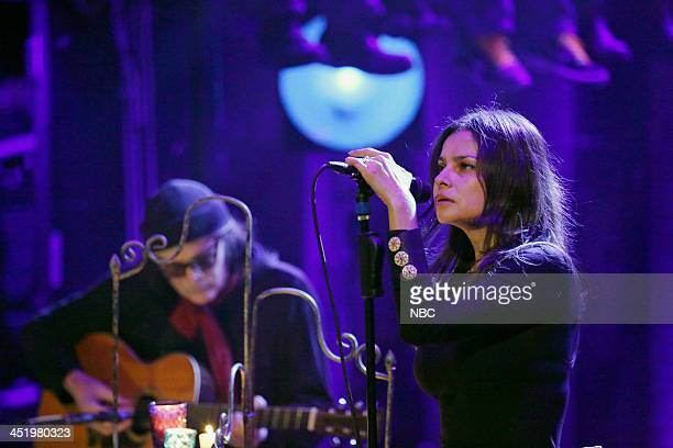 "Episode 936 -- Pictured: Musical guests David Roback, Hope Sandoval of Mazzy Star perform ""California"" on Monday, November 25, 2013 --"