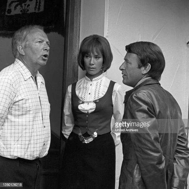 """Episode """""""" aus der Fernsehserie """"Der Kommissar"""", Deutschland 1969, Regie: Dietrich Haugk, Darsteller: Paul Edwin Roth, Signe Seidel, Günther Schramm ."""