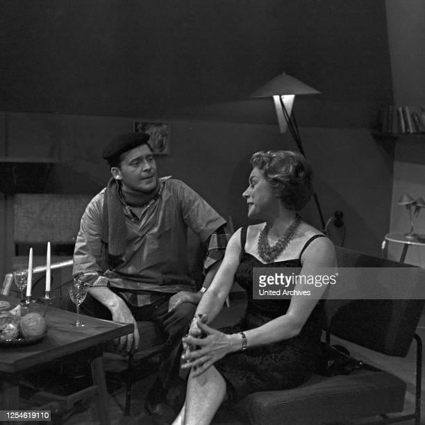 """Episode """"Das Callgirl"""" aus der Fernsehserie """"Oben und unten"""", Deutschland 1960 - 1961, Regie: Siegfried Oswald Wagner, Darsteller: Lily Towska ."""