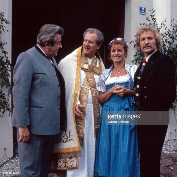 """Episode """"Das Volk sieht nichts"""" aus der Fernsehserie """"Kir Royal"""", Deutschland 1986, Regie: Helmut Dietl, Darsteller: Willy Harlander, Karl Obermayr,..."""