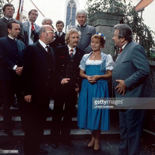 """Episode """"Das Volk sieht nichts"""" aus der Fernsehserie """"Kir Royal"""", Deutschland 1986, Regie: Helmut Dietl, Darsteller: Toni Berger, Franz Xaver Kroetz,..."""