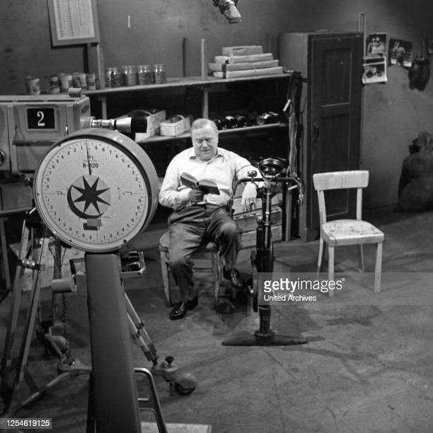 """Episode """"Die Kur"""" aus der Fernsehserie """"Oben und unten"""", Deutschland 1960 - 1961, Regie: Siegfried Oswald Wagner, Darsteller: Otto Braml ."""