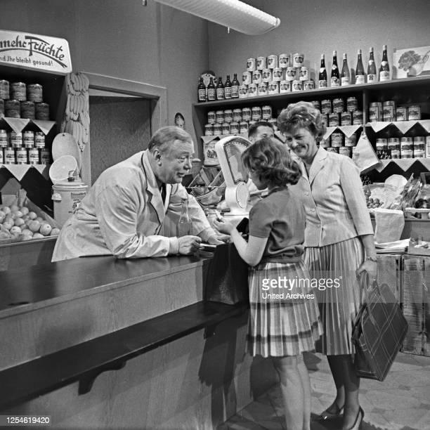 """Episode """"Gemüseladen"""" aus der Fernsehserie """"Oben und unten"""", Deutschland 1960 - 1961, Regie: Siegfried Oswald Wagner, Szenenfoto."""