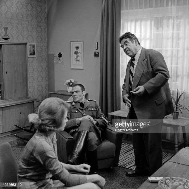 """Episode """"Taxi nach Leipzig"""" aus der Krimiserie """"Tatort"""", Deutschland 1970, Regie: Peter Schulze Rohr, Darsteller: Renate Schroeter, Hans Peter..."""