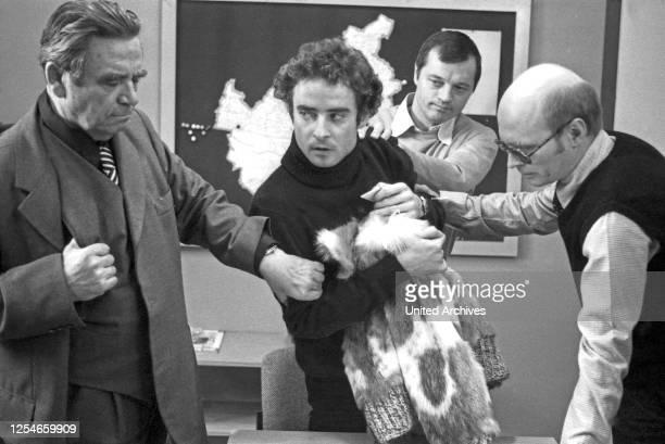 """Episode """"Trimmel hält ein Plädoyer"""" aus der Krimireihe """"Tatort"""", Deutschland 1978, Regie: Peter Schulze Rohr, Darsteller: Walter Richter, Volker..."""