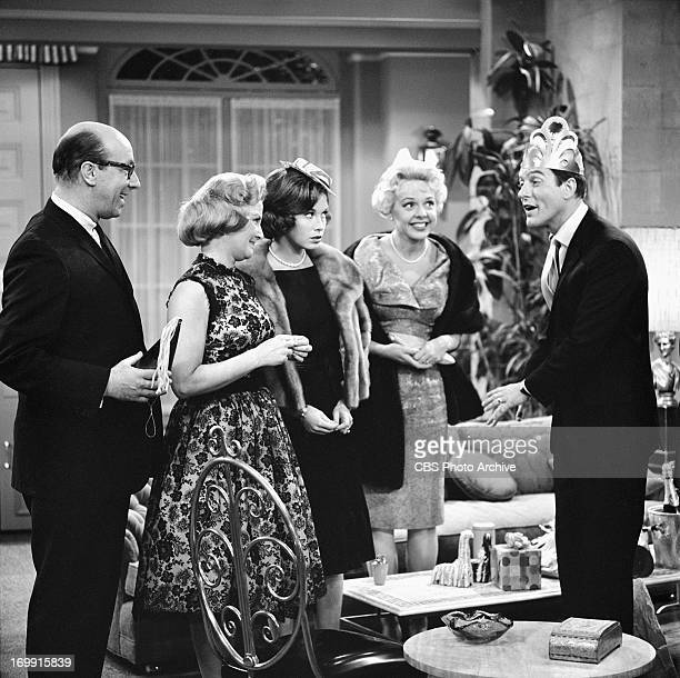 SHOW episode Where Have You Been Fassbinder From left to right Richard Deacon Rose Marie Mary Tyler Moore Barbara Perry and Dick Van Dyke Image dated...