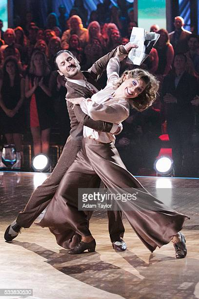 STARS 'Episodes 2210' After weeks of stunning competitive dancing the final three couples advance to the finals of 'Dancing with the Stars' live...