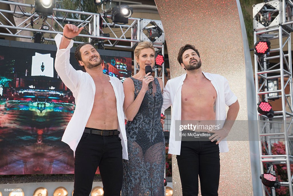 """ABC's """"Dancing With the Stars"""": Season 22 - Finale : News Photo"""