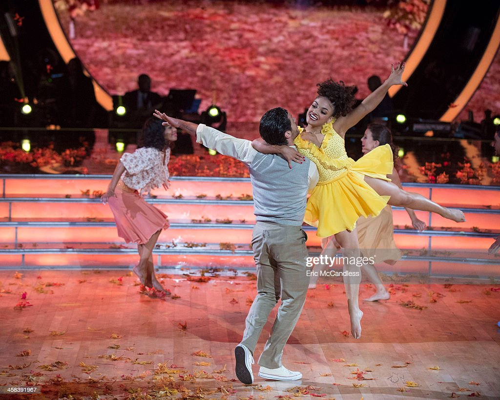 "ABC's ""Dancing With the Stars"": Season 23 - The Semi-Finals : News Photo"