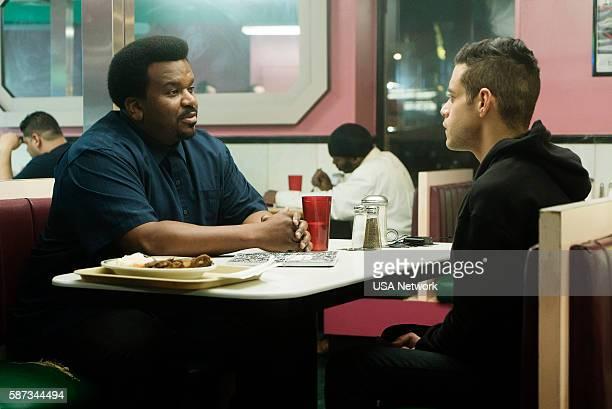 "Eps2.1_k3rnel%u2010pan1c.ksd"" Episode 203 -- Pictured: Craig Robinson as Ray, Rami Malek as Elliot Alderson --"