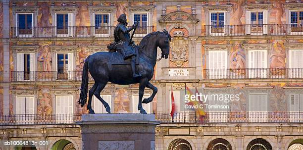 Equestrian statue of Felipe III, low angle view