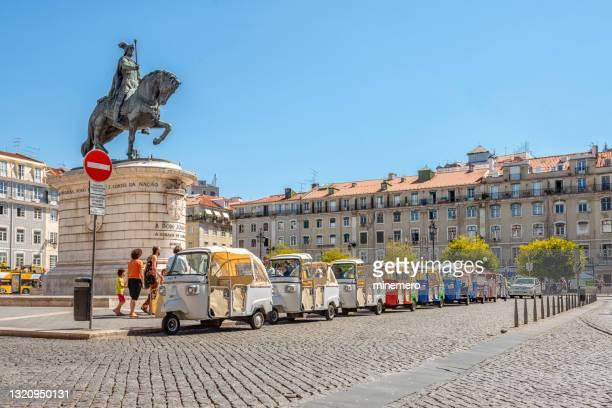 リスボンのジョン1世の騎馬像 - フォゲイラ広場 ストックフォトと画像