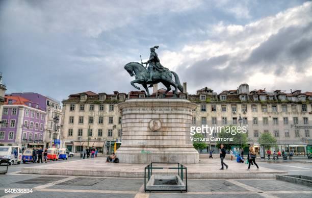 equestrian statue of king john i in the praça da figueira in lisbon, portugal - フォゲイラ広場 ストックフォトと画像