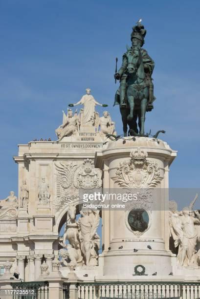 Equestrian statue of King Jose I., the Arc de Triomphe 'Arco da Rua Augusta, Praca do Comercio', Lisbon, Portugal, Reiterstandbild Koenig Jose I.,...