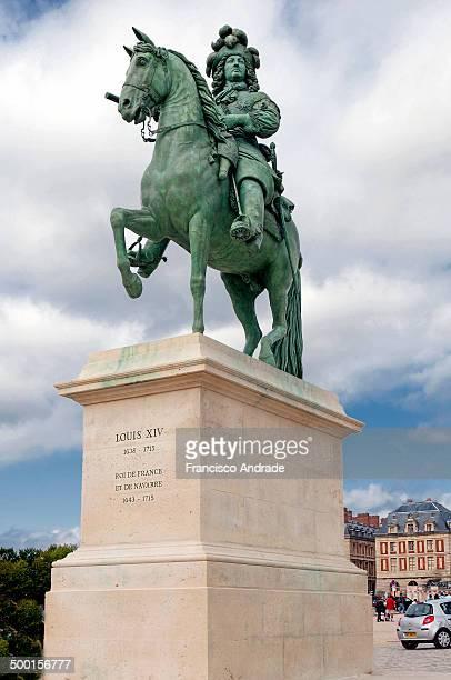 CONTENT] Equestrian Statue of Louis XIV at Versailles Estátua equestre de Luís XIV no Palácio de Versalhes