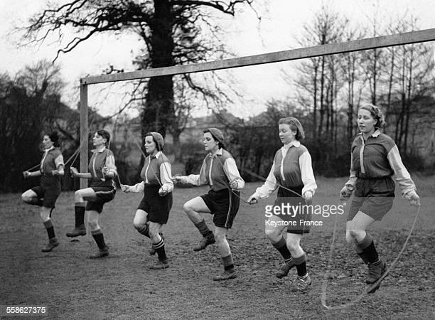 Equipe féminine s'entraînant à la corde à sauter à Hayes Middlesex RoyaumeUni le 30 janvier 1938