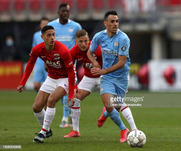 Eran Zahavi of PSV battles for the ball with Tijjani Reijnders and Jesper Karlsson of AZ Alkmaar during the Dutch Eredivisie match between AZ Alkmaar...
