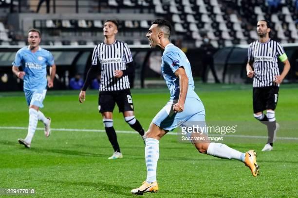 Eran Zahavi of PSV celebrates 0-1 during the UEFA Europa League match between PAOK Saloniki v PSV at the Toumba Stadium on November 5, 2020 in...