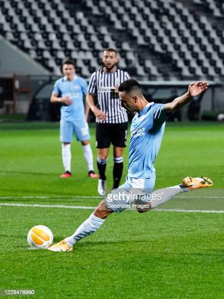 Eran Zahavi of PSV scores penalty during the UEFA Europa League match between PAOK Saloniki v PSV at the Toumba Stadium on November 5, 2020 in...