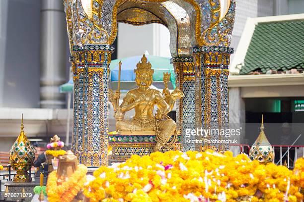 erawan shrine re opens - エラワン聖堂 ストックフォトと画像