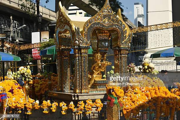 erawan shrine, siam square district, bangkok, thailand - エラワン聖堂 ストックフォトと画像