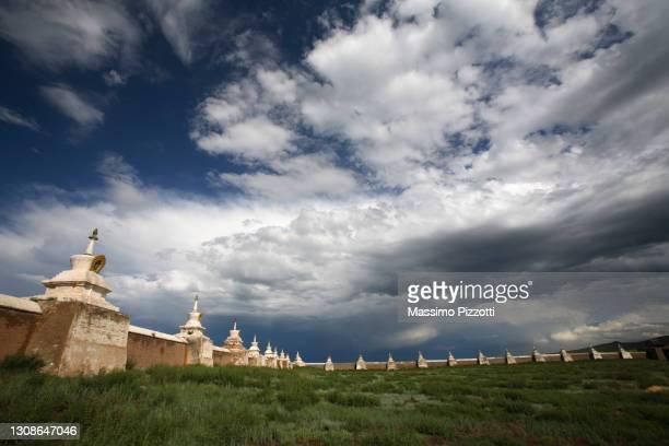 erdene zuu monastery in mongolia - massimo pizzotti foto e immagini stock