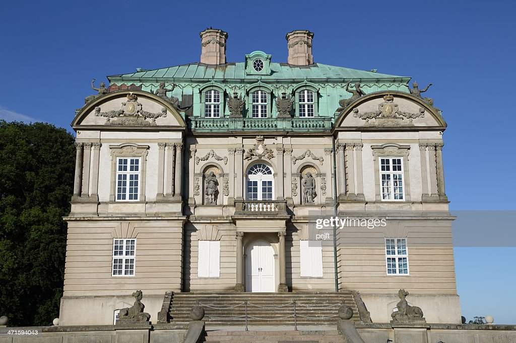 Eremitage slottet Palace in the Deer Garden : Stock Photo
