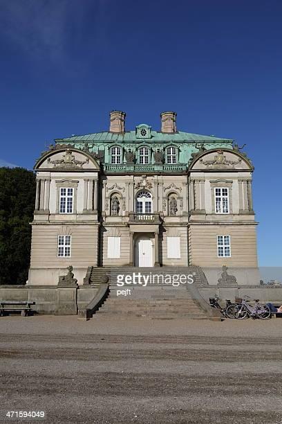 eremitage slottet palast in deer garten - pejft stock-fotos und bilder