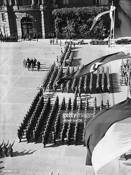 Eröffnung des neu zusammengestelltenStaatsrates in der Neuen Aula der BerlinerFriedrichWilhelmUniversität Aufmarscheiner Reichswehreinheit