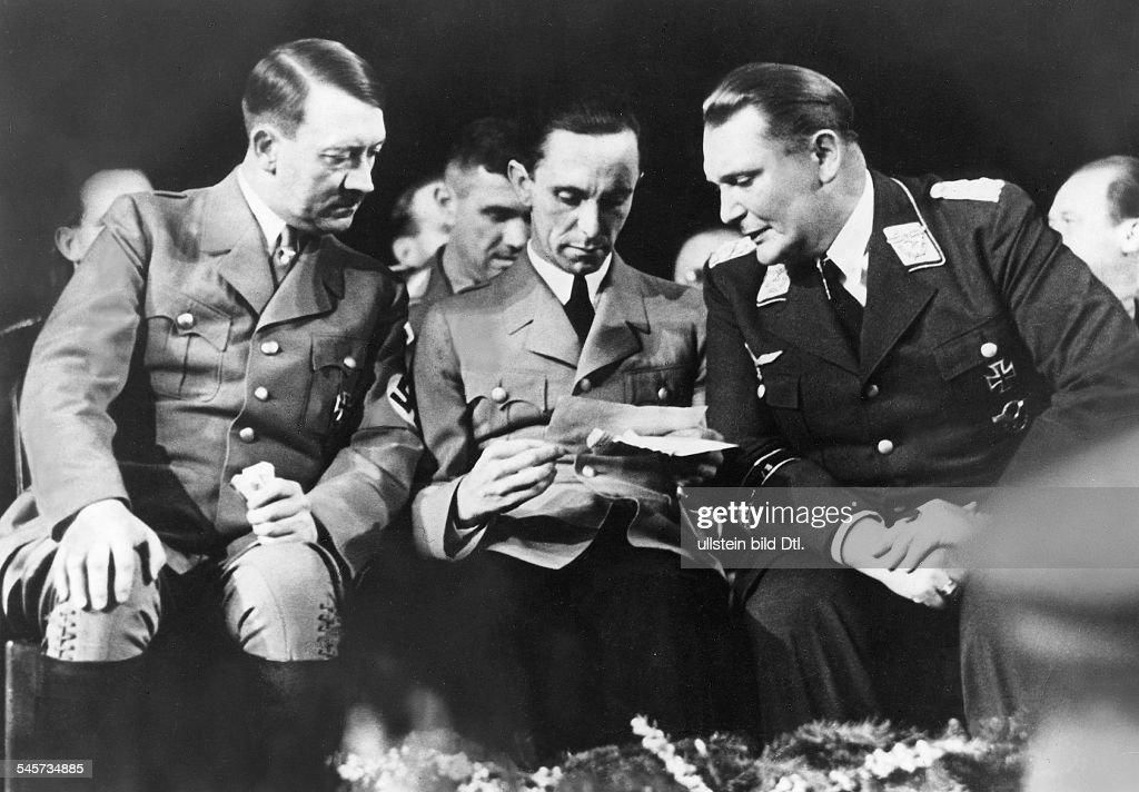 WHW - Eröffnung in der Deutschlandhalle in Berlin; Goebbels spricht : News Photo