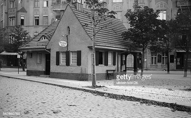 Erfrischungshalle des Deutschen HausfrauenVereins in BerlinSteglitz Außenansicht undatiert vermutlich um 1910Foto Conrad HünichFoto ist Teil einer...