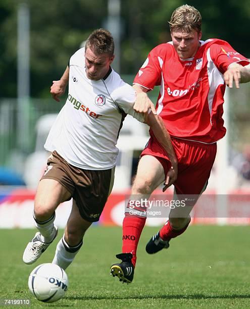 Erfurt's Ricco Kuehne and Hamburgs Marvin Braun compete during the Regionalliga match between Rot-Weiss Erfurt and St. Pauli at the Steigerwald...