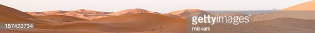 erg chebbi sonnenaufgang panorama - trockenlandschaft stock-fotos und bilder