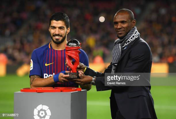 Eric Abidal presents Luis Suarez of Barcelona with the La Liga player of the month award prior to the La Liga match between Barcelona and Deportivo...