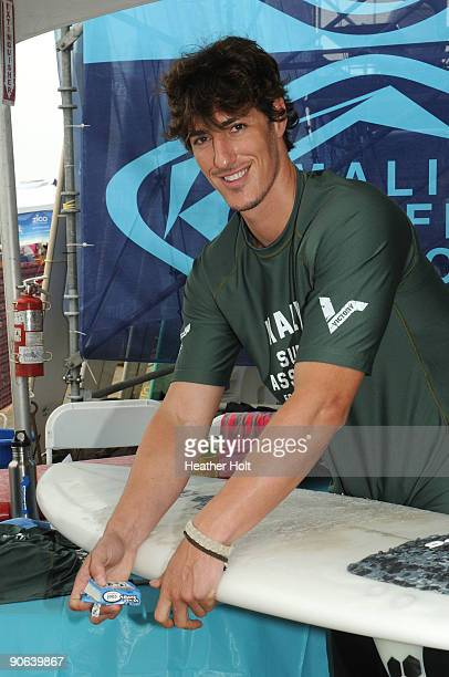 Eric Balfour prepares his surf board at the 4th Annual Surfrider Foundation Celebrity Expression Session on September 12 2009 in Malibu California