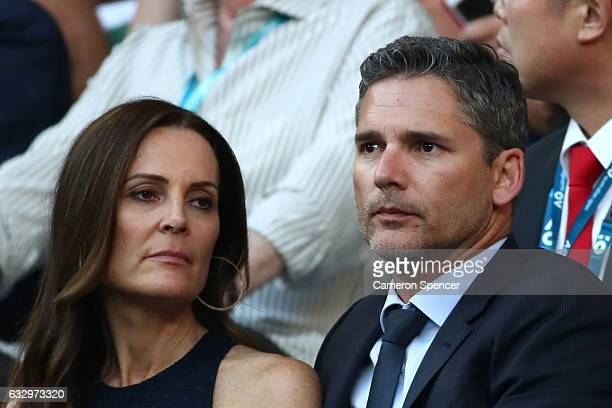 Eric Bana and his wife Rebecca Gleeson attend the Men's Singles Final match between Roger Federer of Switzerland and Rafael Nadal of Spain on day 14...