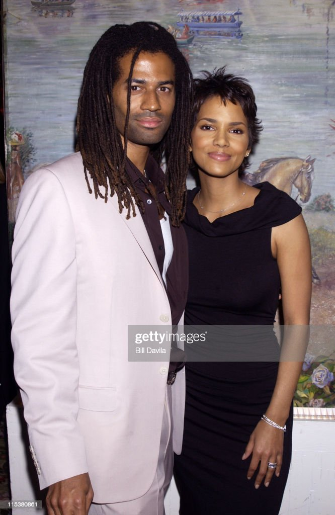 Eric Benet and Halle Berry during 2001 National Board of Review Awards at Tavern on the Green in New York, NY, United States.