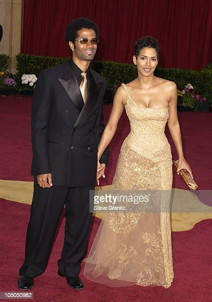 Eric Benet and Halle Berry during The 75th Annual Academy Awards Arrivals at The Kodak Theater in Hollywood California United States